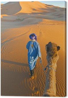 Berber spaceru z wielbłądem w Erg Chebbi, Maroko