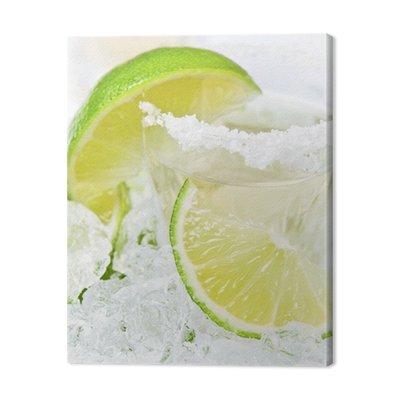 Złota tequila z solą i limonką