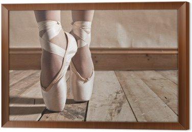 Balet buty na drewnianej podłodze