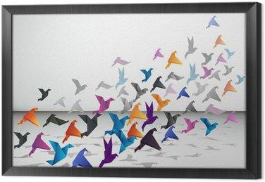 Kryty lotu, ptaki origami zacząć latać w zamkniętej przestrzeni.