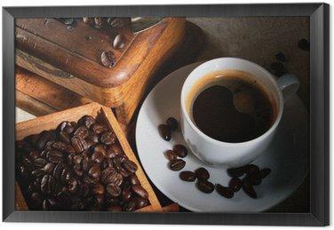 Filiżanka kawy espresso, ziaren kawy i starych młynku