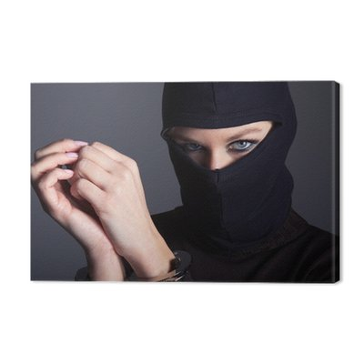 Criminal kobieta kominiarce i kajdanki