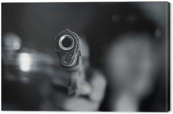 Czarno-biały, kobieta, wskazując stary pistolet w ręku