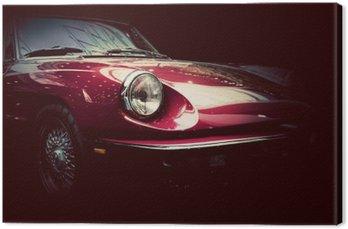 Retro klasyczny samochód na ciemnym tle. Vintage, elegancki