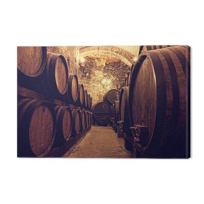Drewniane beczki z winem w skarbcu wina, Włochy
