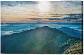 Zachód słońca w górach.