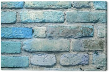 Stary ceglany mur w tle niebieski