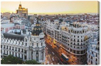Panoramiczny widok na Gran Via, Madryt, Hiszpania.