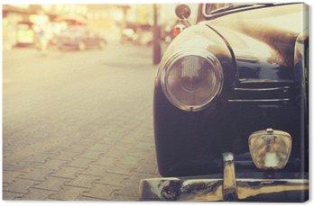 Szczegółowo lampy reflektorów klasyczny samochód zaparkowany w miejskim - Vintage stylu efekt filtra