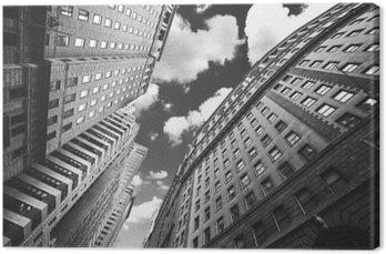 Czarno-białe zdjęcie z budynkami w Manhattan, NYC.