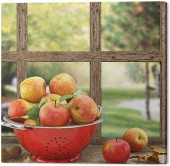 Jabłka w durszlak na drewniane okna z widokiem