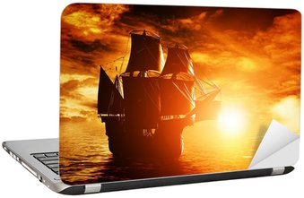 Starożytny statek piracki rejs na ocean na zachód słońca